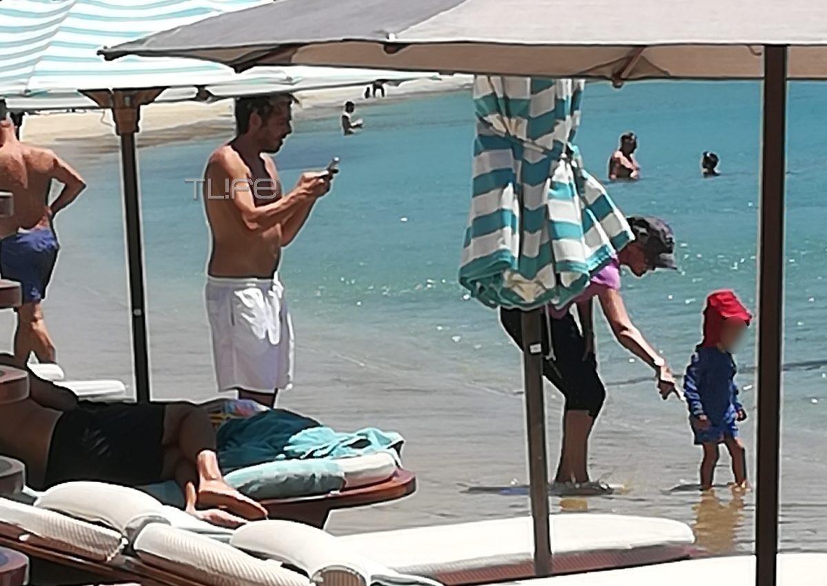 Δημήτρης Θεοδωρίδης: Στην Ψαρού με τον μικρό Σάββα ο σύζυγος της Δούκισσας Νομικού! Αποκλειστικές φωτογραφίες   tlife.gr